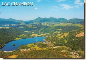A postcard from Lac Chambon (Lilou, Léonie, Ninon, Laurent & Céline)